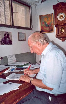 Claude Gacond laboranta pri sia instrumetodo de Esperanto (Gaconda Metodo), oktobro 2005 (fotis Stefano Keller)